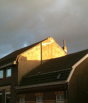 licht op huizen aan de overkant